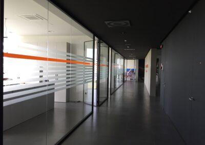 vetrofania-adesivi-vetrine-allestimento-installazione